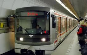 Дигитальные панели на платформах метрополитена