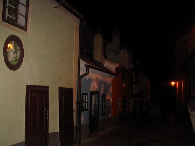 Злата улочка ночью